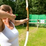Woman target shooting — Stock Photo