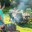 Friends enjoying barbecue in garden — Stockfoto