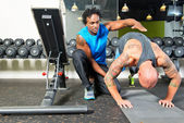 Personal trainer giving instructions — Stock Photo