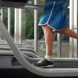 Low section of man on treadmill — Stockfoto