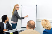 Associate Explaining Diagram On Filpchart To Colleagues — Stock Photo