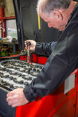 Mechanic tests the battery acid — Foto de Stock