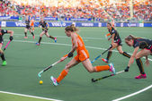 Netherlands beats Belgium during the Hockey World Cup 2014 — Stock Photo