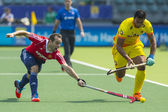 England Beats India at the World Cup Hockey 2014 — Stock Photo