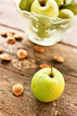Green apples on table — Stock Photo