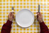 Homem na mesa de jantar — Foto Stock