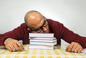 Uczeń śpi na książki — Zdjęcie stockowe