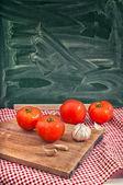 Rode tomaten en knoflook — Stockfoto