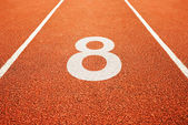 Número ocho en la pista de atletismo — Foto de Stock
