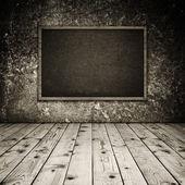 Träinredning med fotoram — Stockfoto