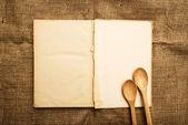 Antigo livro de receitas aberto — Fotografia Stock