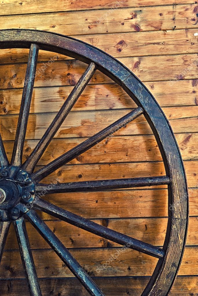 ancienne roue en bois transport de cheval photographie. Black Bedroom Furniture Sets. Home Design Ideas