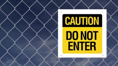 Caution sign - Do not enter on chain link fence — Stock Video