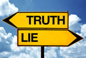 Truth or lie opposite signs — Stock Photo