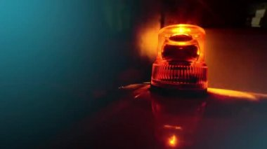 Flashing beacon. Orange flashing and rotating light on top of a support and services vehicle. — Vídeo Stock