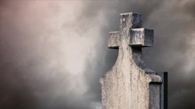 Cross on the cemetery. Time lapse clouds flowing past a stone cross on a graveyard. — Stock Video