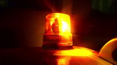 Flashing beacon. Orange flashing and revolving light on top of a support and services vehicle. — Vídeo de stock