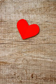 Red paper heart on grunge wooden background — Foto de Stock