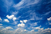 Blue daylight summer sky with white clouds — Стоковое фото