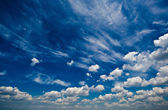 Blue daylight summer sky with white clouds — Stockfoto