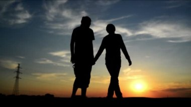 Lovers on a date in sunset, holding hands. Romantic love scene. 1920x 1080 full hd footage. — Stock Video
