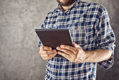 Man with digital tablet computer — Stock Photo
