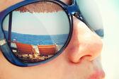 Weerspiegeling van een tropisch resort — Stockfoto