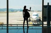 飛行を待っています。 — ストック写真