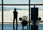 Väntar på flyget — Stockfoto