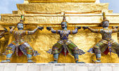 Statues in Wat Po — 图库照片
