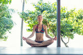 Woman in lotus pose — Stockfoto