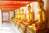 Golden statue in Wat Po Temple — Photo