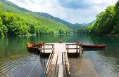Pier on mountain lake — Stock Photo