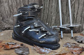 Old boots and poles ski — Foto Stock