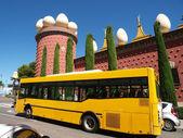 Salvador Dali museum and bus — Stock Photo