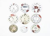 Sbírka starožitných hodinek tváří, izolované na bílém. — Stock fotografie