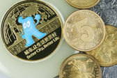 Chinese yuans and anniversary coin — Stock Photo