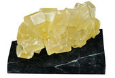 Crystal of yellow sugar on a support of black nephrite — Стоковое фото