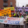 Thousand mothers march for benefit justice in Tottenham, London. — Stock Photo