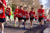Boys run in the london marathon — Stockfoto