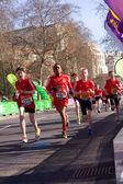 Chłopcy biegać w maratonie londyn. — Zdjęcie stockowe