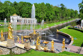 The Grand Cascade in Peterhof Palace, Russia — Стоковое фото