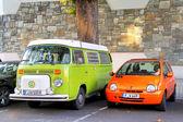 Volkswagen transporter ang Renault Twingo — Stock Photo