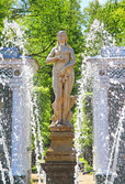 Lower Gardens of the Petergof Palace in Saint Petersburg — Stock Photo