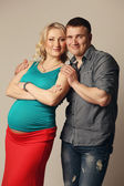 Pregnant woman with her husband — Foto Stock