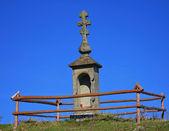 Santuário da igreja oriental sobre fundo de céu azul — Fotografia Stock