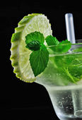 Alcohol drink, cocktail with mint, lemon, straw, isolated black — Stock Photo