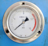 Seismic electric contact pressure gauge — Stock Photo