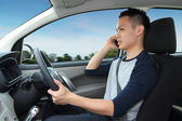 Talking on mobile phone while driving — Stock Photo
