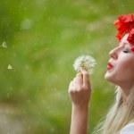Woman with Poppy Flowers — Stock Photo